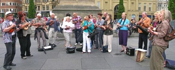 Uke-Kazoo Flashmob Grey's Monument - Pencil Full of Lead by Paulo Nutini - Photo 1